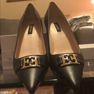 BLACK PUMP SIZE 8 DOUBLE E GOLD BUCKLE